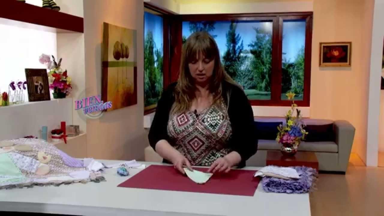 Silvia Nieruczkow - Bienvenidas TV en HD - Alfombra con incrustaciones de tela en forma de muñeca.