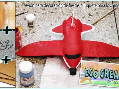 Avión con material reciclado (Botellas PET)