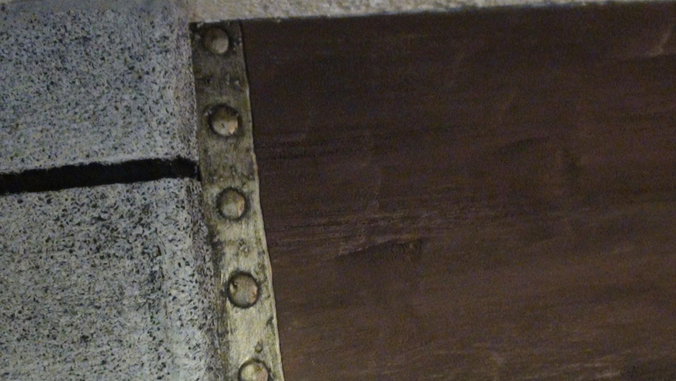 Imitación viga de madera con corcho en Cortex Residentia.
