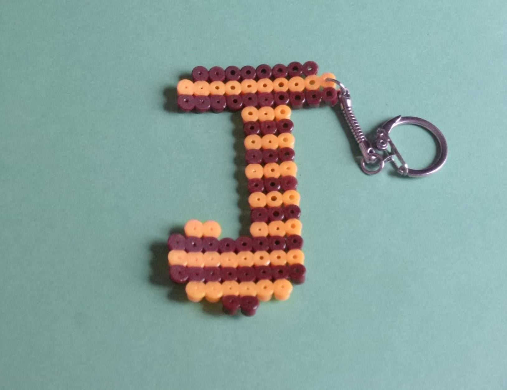 Como hacer llavero hama beads letra J  Peticion DIY