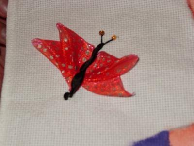 DIY Cómo bordar  una mariposa en listón.cintas