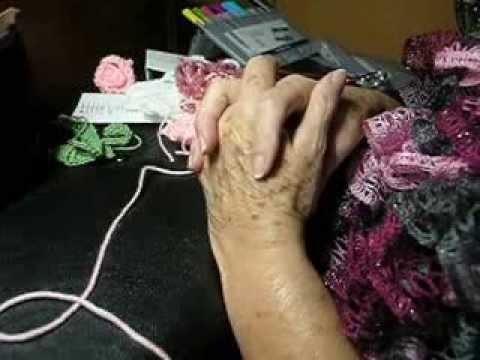 Yo te teji una rosa a crochet leyendo graficos