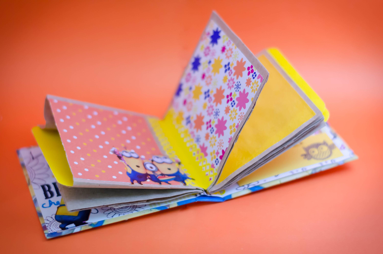 Idea Scrapbook: mini album de los minions