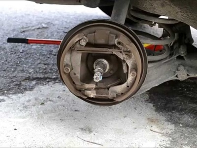 DIY (Hágalo usted mismo) Engrase de baleros, limpieza y regulación de frenos traseros Chevy Monza 98