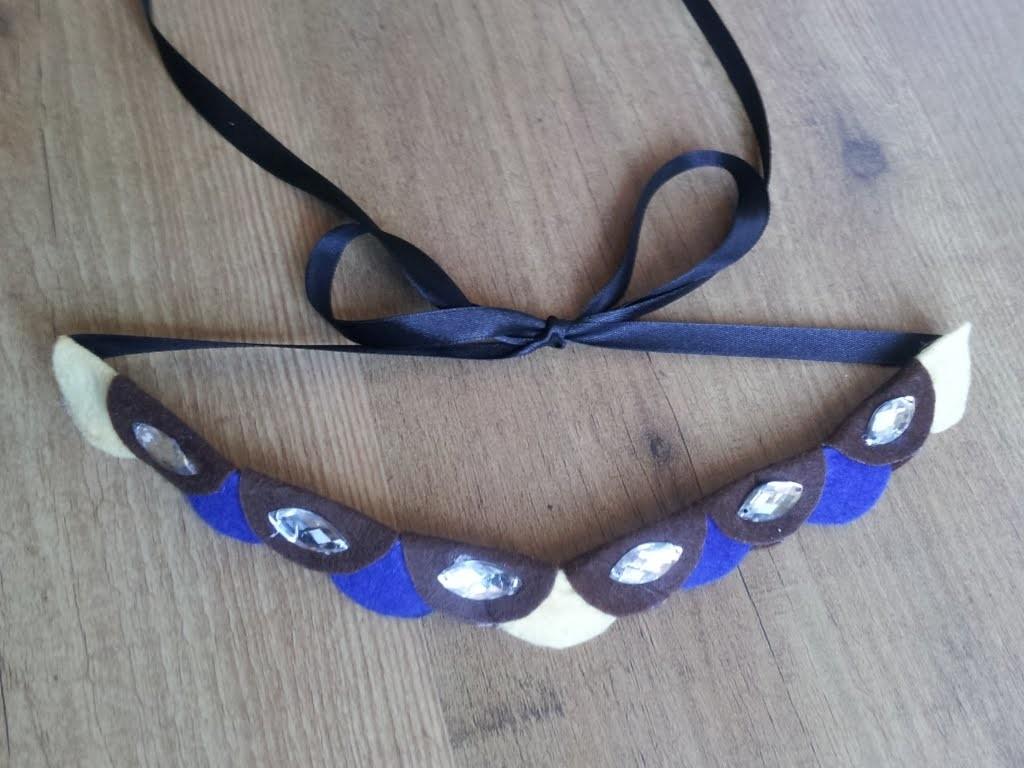 Collar de retales de fieltro y abalorios DIY | facilisimo.com