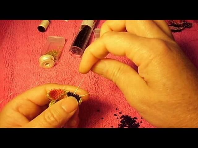 El modo se llama brick stitch me quedaron bien bellos mis aretes que no#6