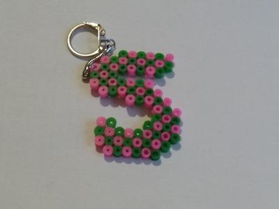 Como hacer un llavero con hama beads letra S  Petición DIY