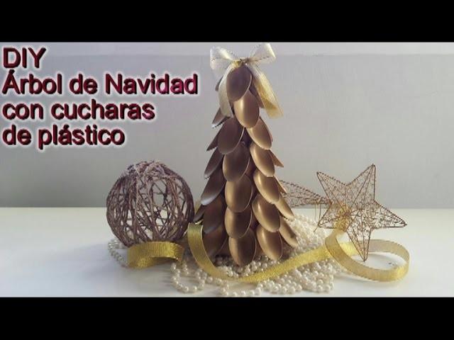 DIY Árbol de Navidad con cucharas de plástico. Plasti
