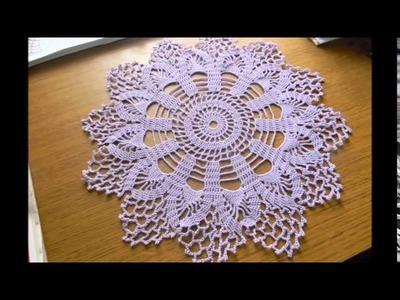 Mantel tejido a crochet con piñas