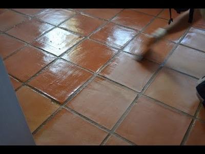 Como renovar el tratamiento de un suelo de barro cocido - método manual