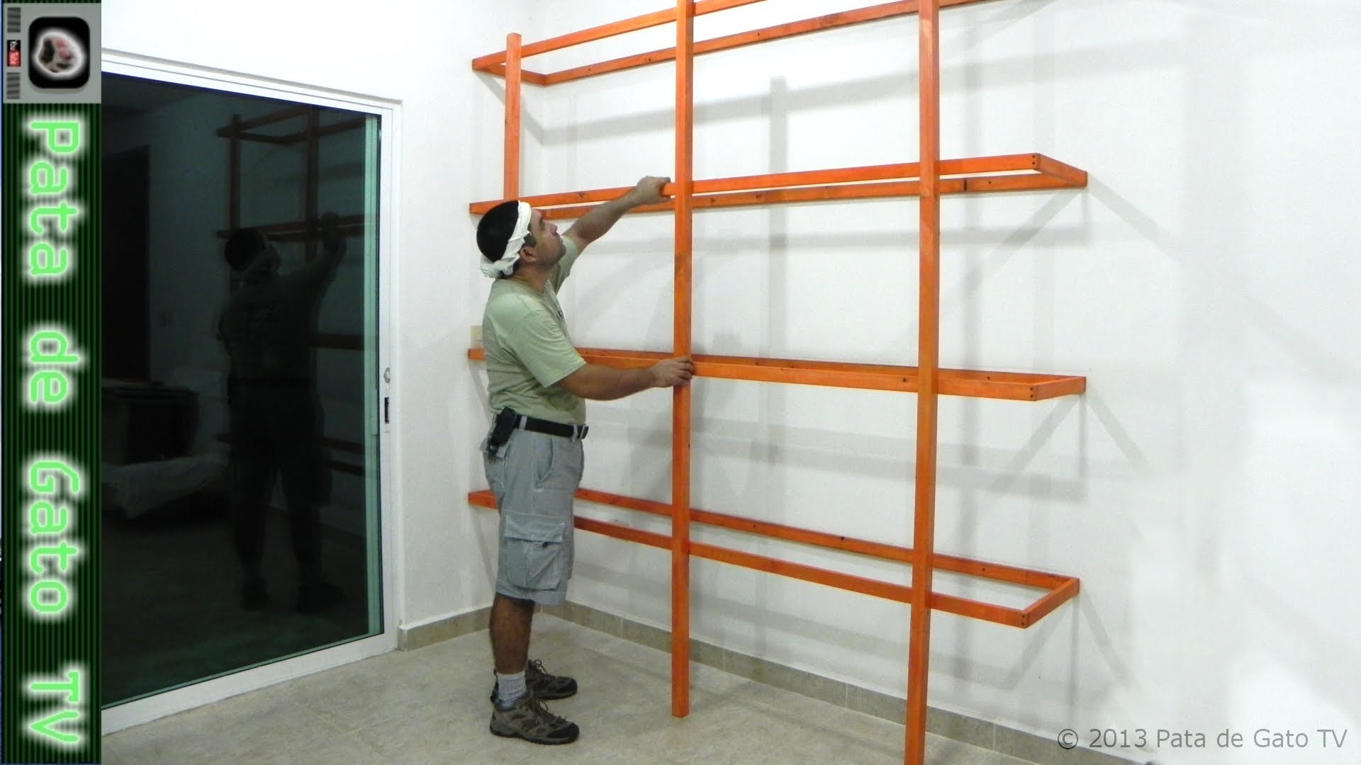 Estructura ligera para librero de piso y pared. Light structure for floor and wall bookshelf
