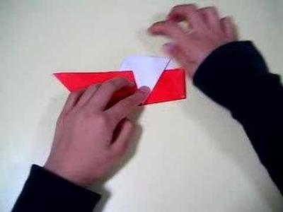 Perrito encima del barco en origami