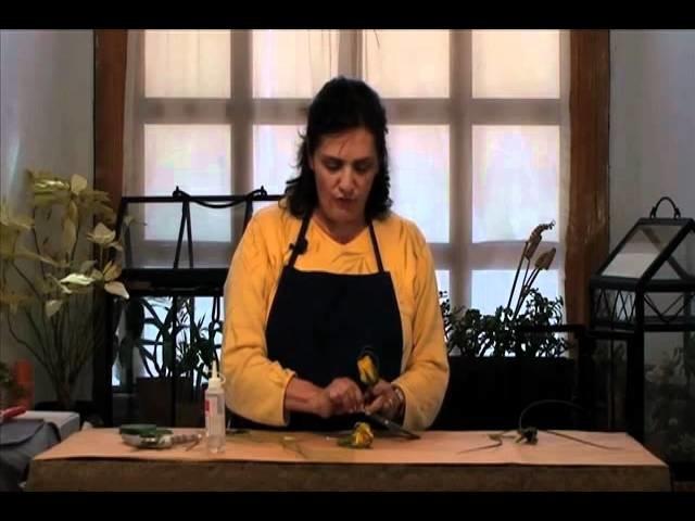 Cómo hacer un corsage o botón de rosa amarilla para novio y padrinos