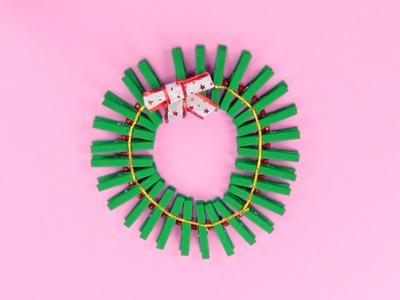 Cómo hacer una corona de Navidad con pinzas | Manualidades infantiles