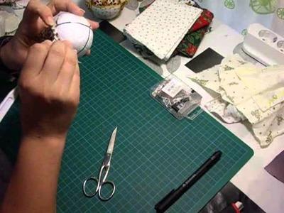 5º Adorno navideño, bola realizada en patchwork sin aguja. patchwork needleless