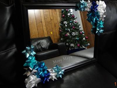 Decoracion navideña para espejos con moños de regalo. listón de regalo