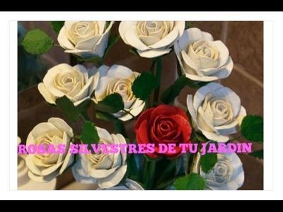 Poner Hojas a las Flores Hechas con Carton de Huevos