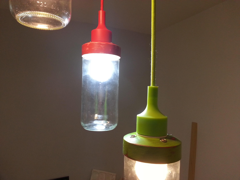 RECICLAJE, LAMPARA CON ENVASES DE VIDRIO.RECYCLED GLASS LAMP