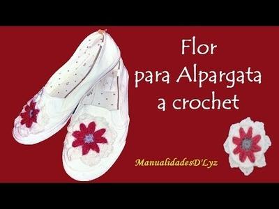 Alpargata con flor a crochet