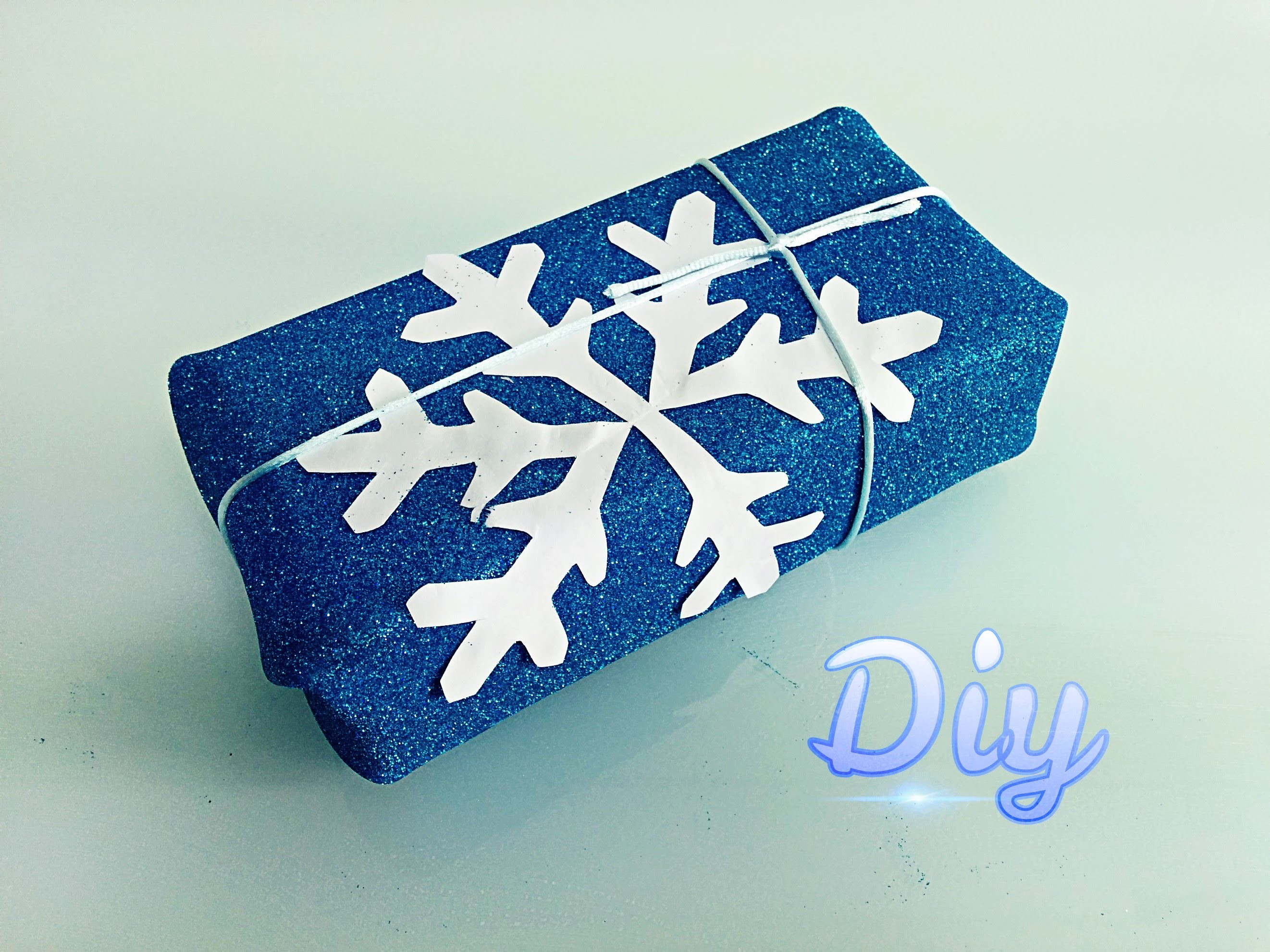 Como envolver regalos con goma eva. How to wrap gifts easy.