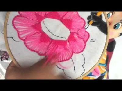 164.-Bordado fantasía flores de Catarina y abeja