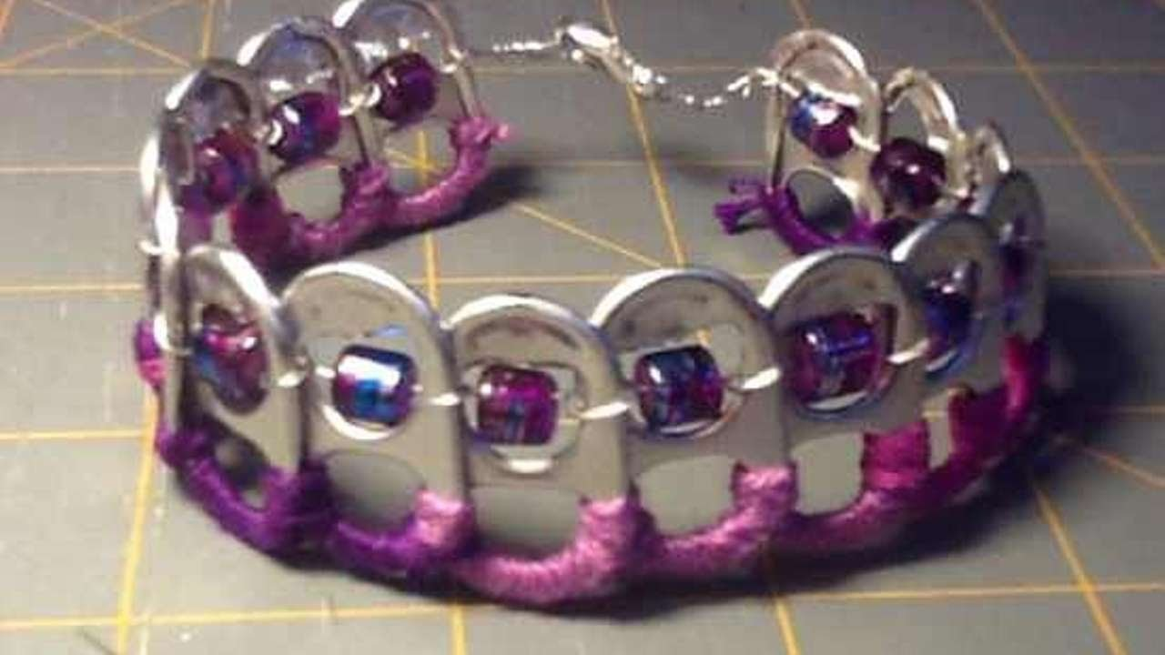 Como hacer una pulsera divertida con anillas de latas - Hazlo tu Mismo Estilo - Guidecentral