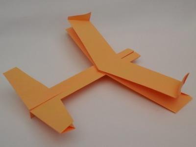 Como hacer un avion de papel. Avion con estabilizadores verticales