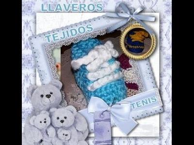 LLAVEROS TEJIDOS DE LANA TIPO  TENIS