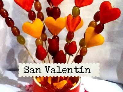 Arreglo frutal para San Valentín fácil fresa uvas melón fruit under