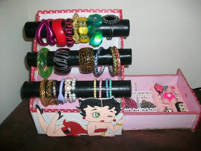 DIY Organizador de pulceras y accesorios Betty Boop. Video colaborativo con Juliiirbd.