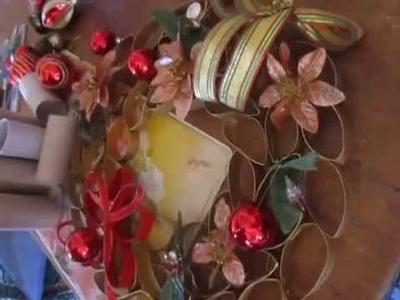 Corona navideña en tubo de papel higiénico