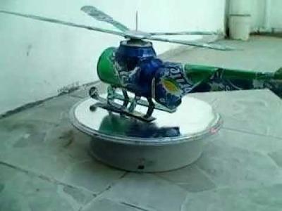 Helicoptero de sprite hecho con latas de refresco