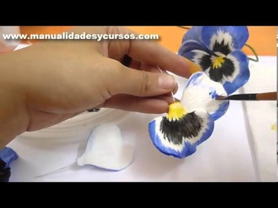 Como pintar un pensamiento en goma eva paso a paso.how to paint eva foam pansy flower