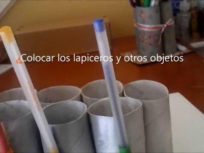 Lapicero organizador para ordenar diferentes objetos de oficina.