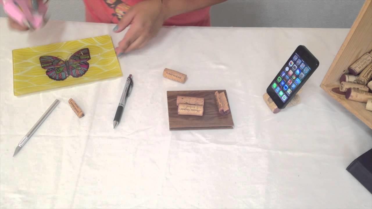 Vero Hoy - iPhone Stand with wine corks   Base de iPhone con corchos