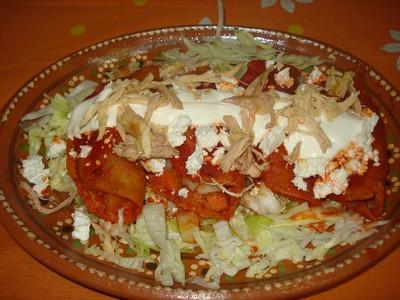 Enchiladas en Salsa de Guajillo