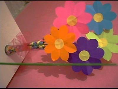 Florero con estrellitas y flores de papel