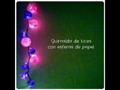 Guirnalda de luces con esferas de papel DIY.