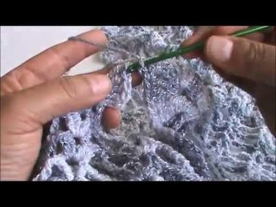 Chaleco o torera a crochet color plateado. 3a. de 3 partes.