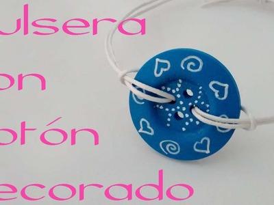 Pulsera con boton decorado. Bracelet with decorated button.