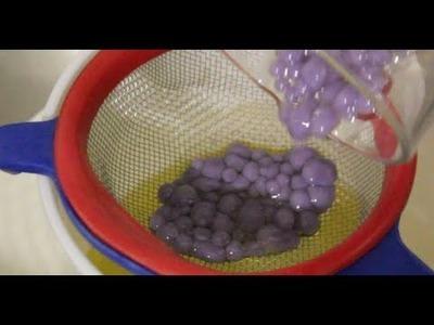 Cómo hacer perlas de gelatina de violeta