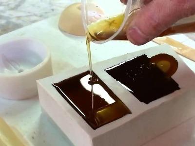 Reproducciones de resina de poliuretano en molde de silicona.