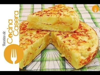 Tortilla de patatas casera. Receta clásica Española