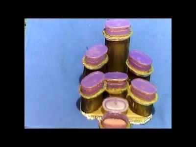 Bello juego de alajeros reciclando tapas de botellas de shampoo--