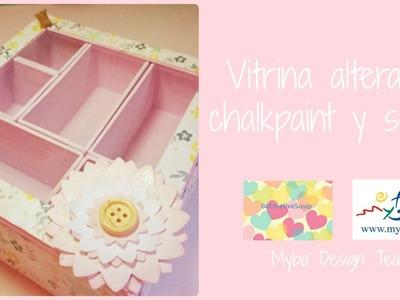 Vitrina alterada con chalkpaint y papeles de scrap. Cómo decorar cajas de cartón.