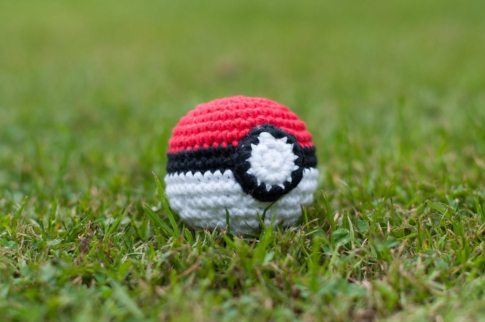 Amigurumi Pokemon Ball : Amigurumi, Como hacer una Poke Ball en crochet, Bibiana ...