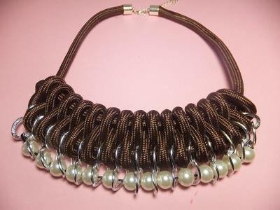 Collar de cordón con bolas nacaradas. DIY