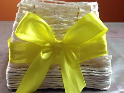 Caja hecha con cuerda, cartón y palitos de pincho