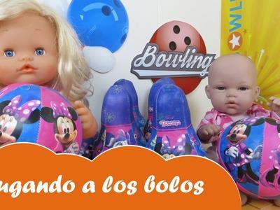 La bebé Lucía y la bebé Nenuco Sofía en la bolera de Minnie Mouse y Spiderman