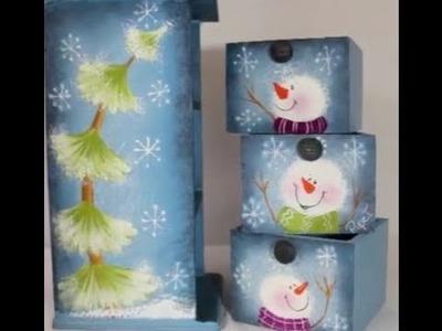 Pintura decorativa,  muñecos de nieve y pinos de navidad.